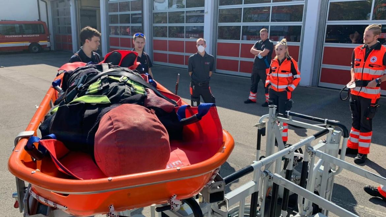 Auszubildende Notfallsanitäter zu Gast bei der Feuerwehr Weingarten